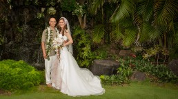 Wedding photography by Paul Davis Photography, Tucson, Arizona. Jason and Anna shot on location in Hawaii, in a sunrise wedding..